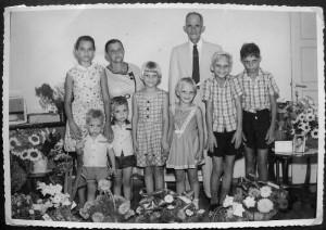 Bert en Mathilda van Brussel-Lang met kleinkinderen